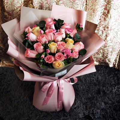 19 mixed roses